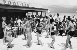 castaways-motel-pool-bar-miami-beach-florida